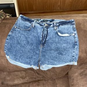 Woman's high rise Jean shorts size 16
